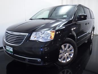 2016 Chrysler Town and Country Touring - 1010157323
