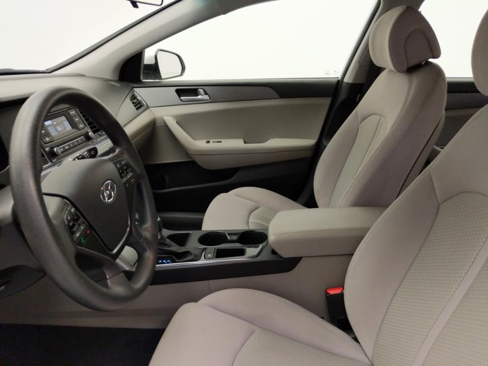 2016 Hyundai Sonata SE - 1010159175
