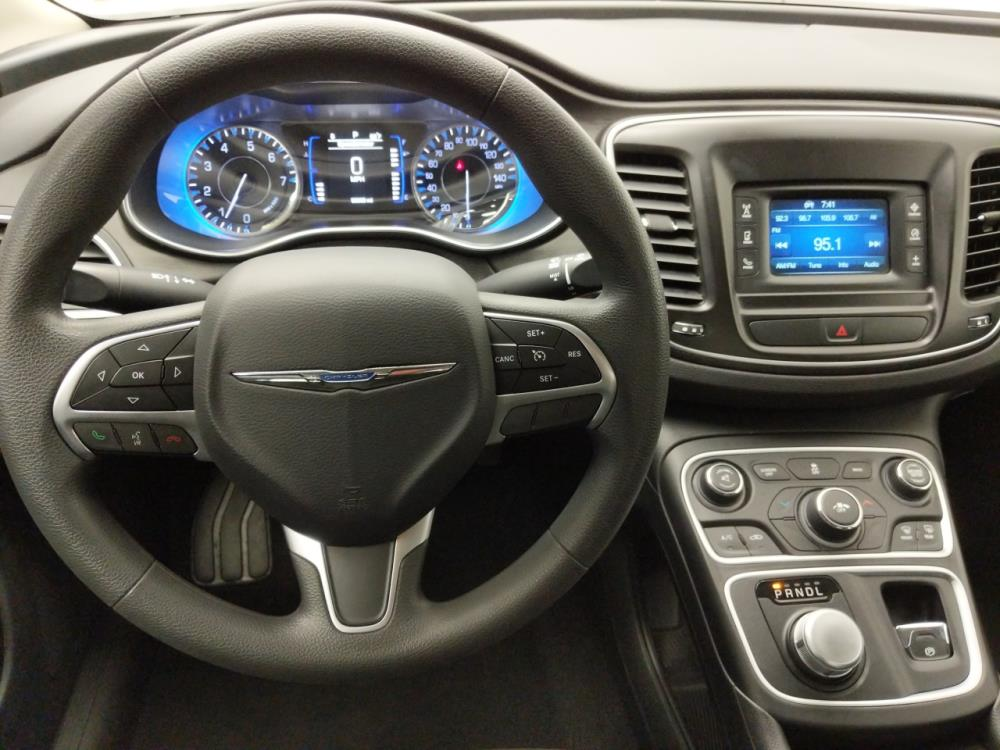 2016 Chrysler 200 Limited - 1010159607
