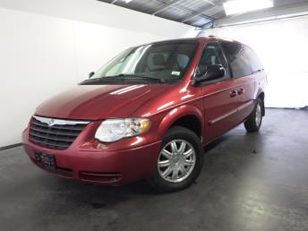 2006 Chrysler Town and Country - 1030168426