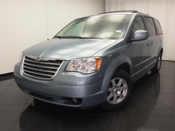 2010 Chrysler Town and Country - 1030176623