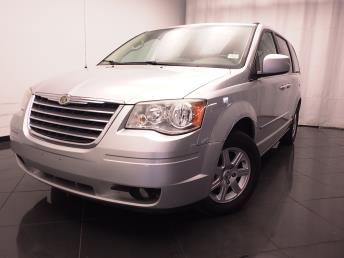 2010 Chrysler Town and Country - 1030180161