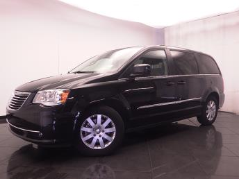 2016 Chrysler Town and Country - 1030185256