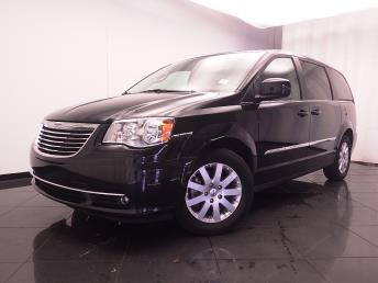 2016 Chrysler Town and Country - 1030185259