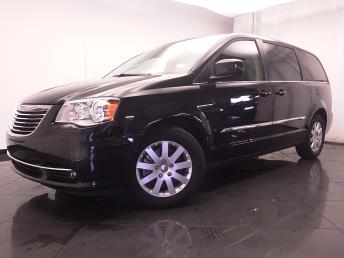 2016 Chrysler Town and Country - 1030185260