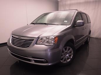 2016 Chrysler Town and Country - 1030185932