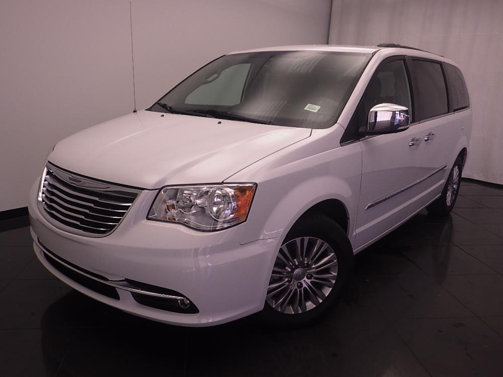 2015 Chrysler Town and Country Touring-L - 1030190388