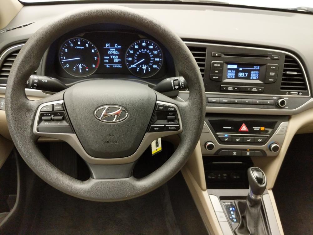 2017 Hyundai Elantra SE - 1030193473
