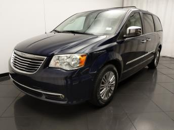 2013 Chrysler Town and Country Touring-L - 1030193754