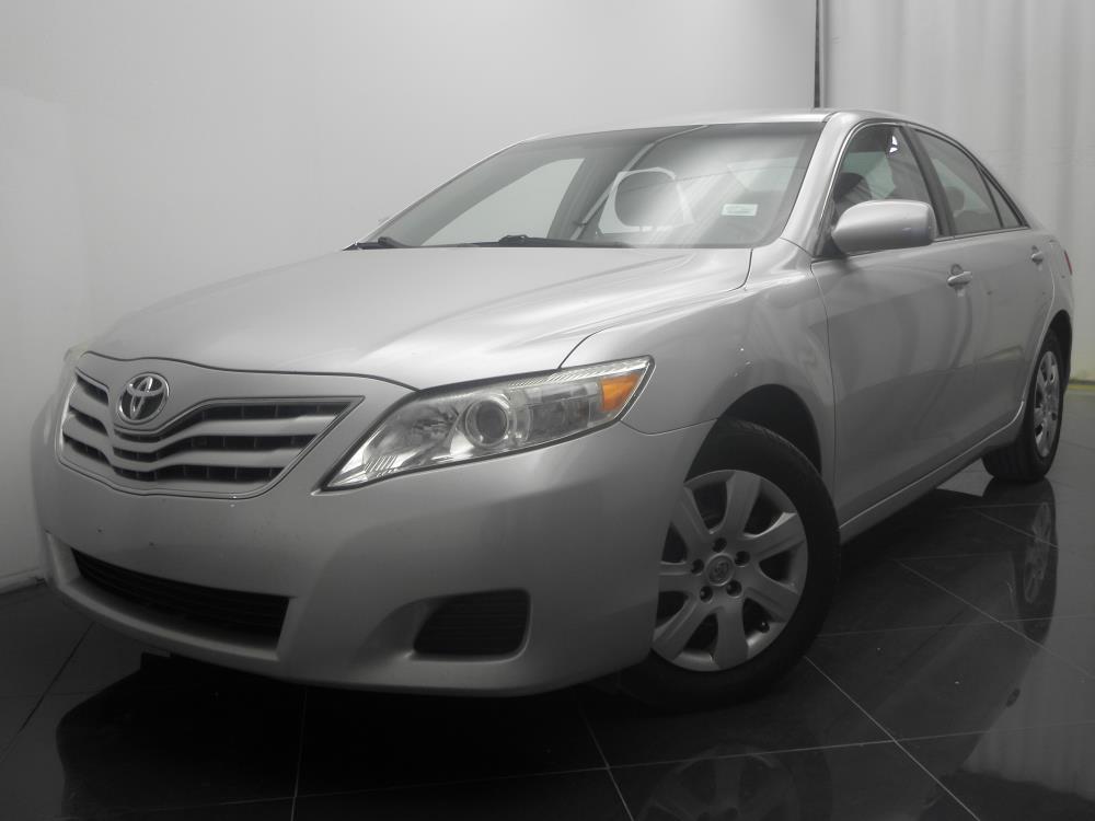2011 Toyota Camry - 1040184197