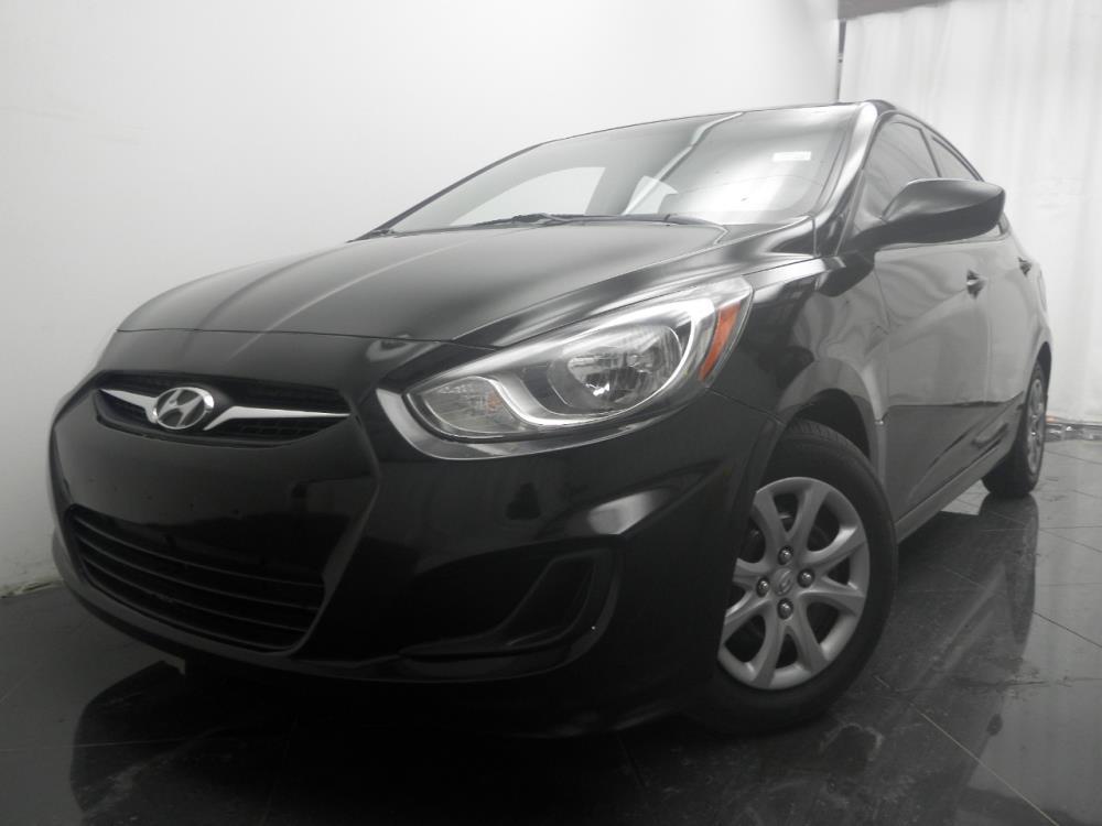 2012 Hyundai Accent - 1040184882
