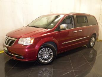2013 Chrysler Town and Country - 1040188541