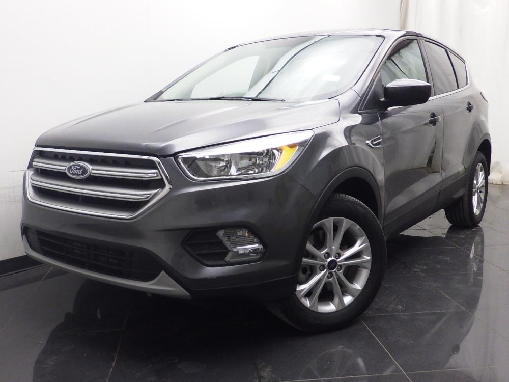 2017 Ford Escape SE - 1040200107