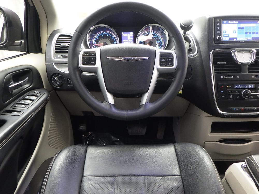2013 Chrysler Town and Country Touring-L - 1040201245