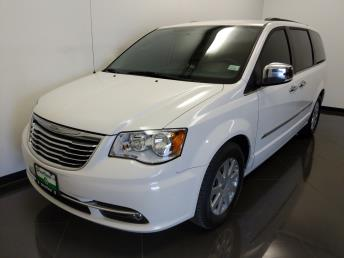 2011 Chrysler Town and Country Touring-L - 1040201732