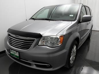2013 Chrysler Town and Country Touring - 1040202240