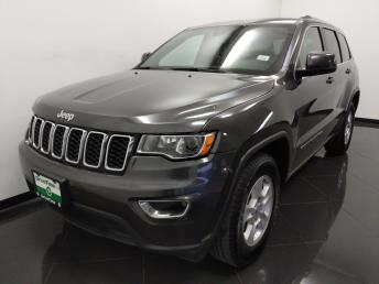 2017 Jeep Grand Cherokee Laredo E - 1040203164