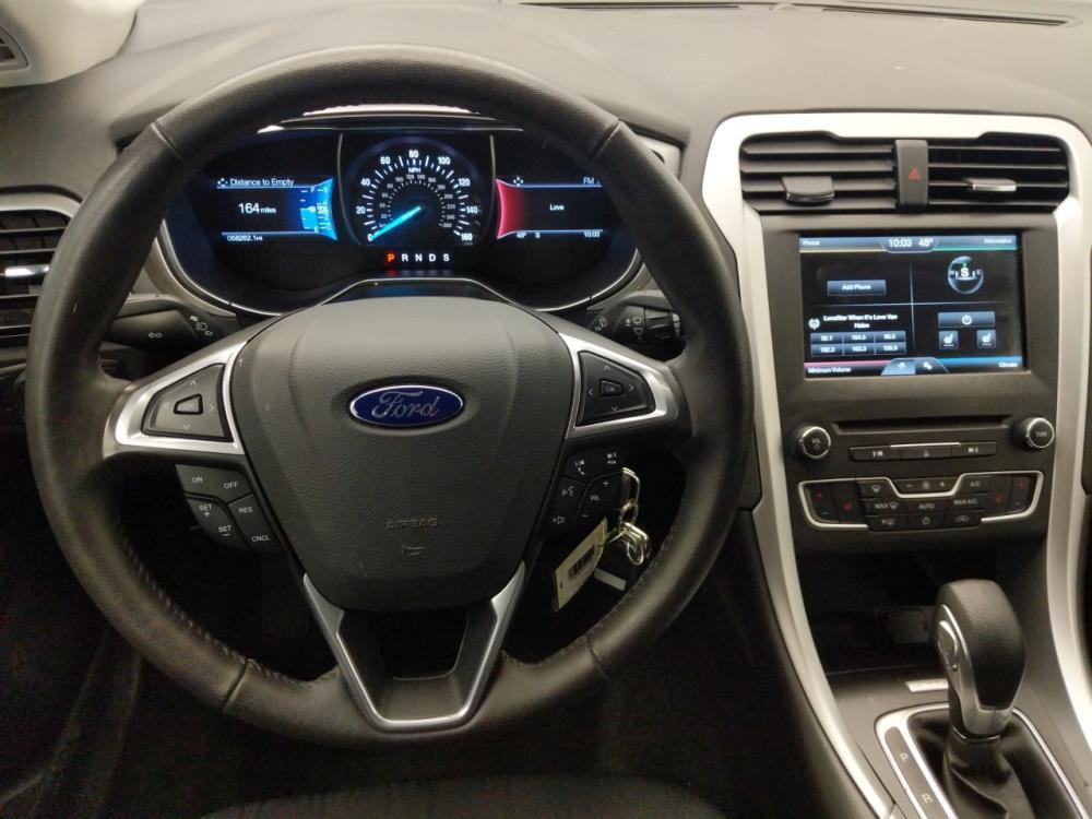 2016 Ford Fusion SE - 1040205295