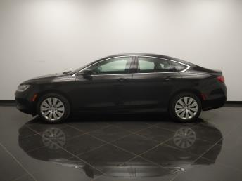 2015 Chrysler 200 LX - 1040205301