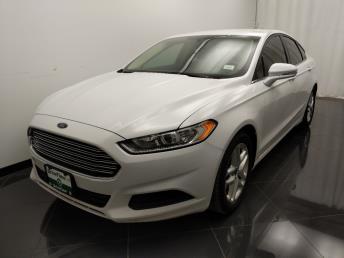 2016 Ford Fusion SE - 1040206565