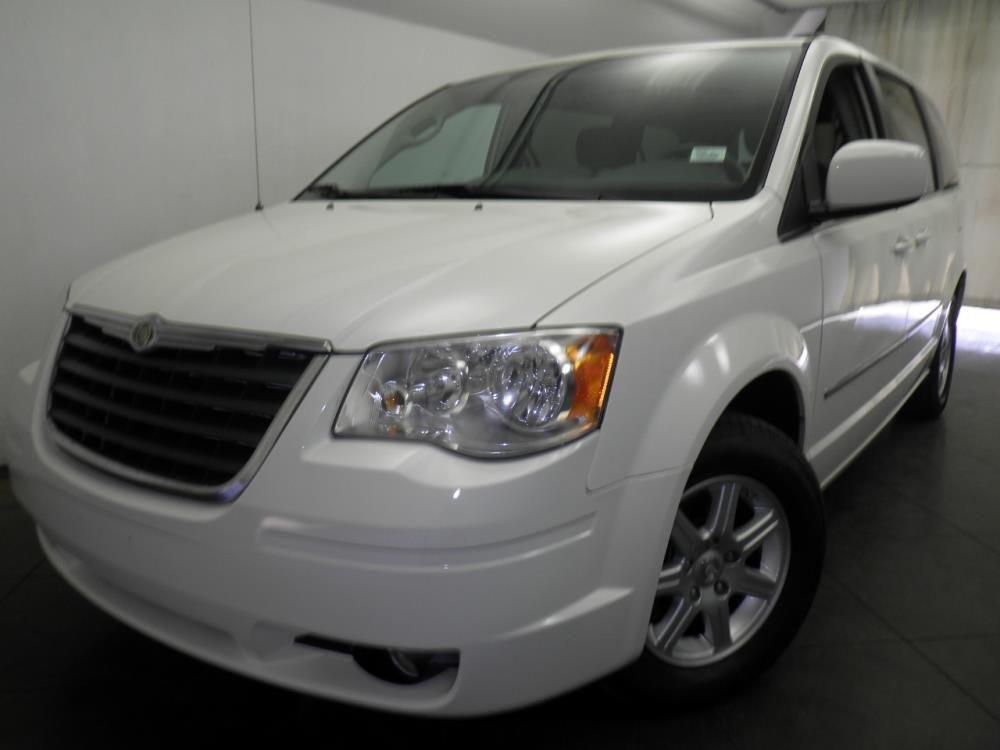 2010 Chrysler Town and Country - 1050143649