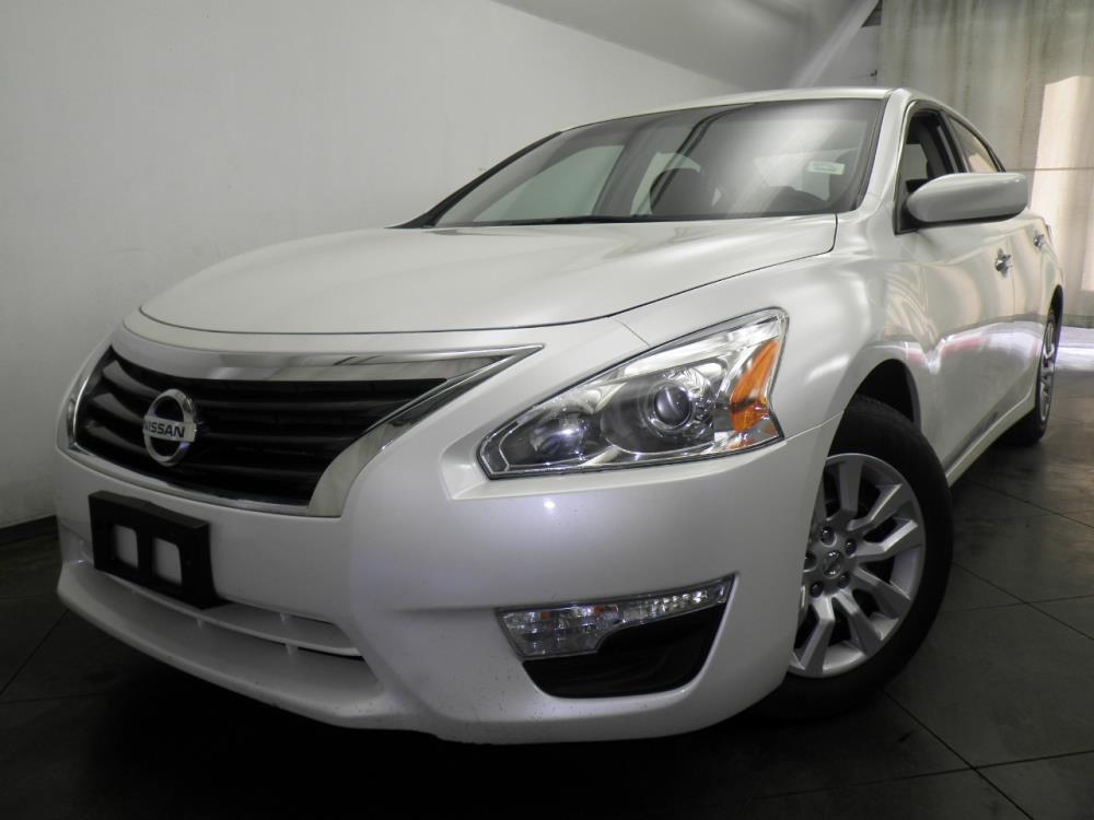 2015 Nissan Altima - 1050145314
