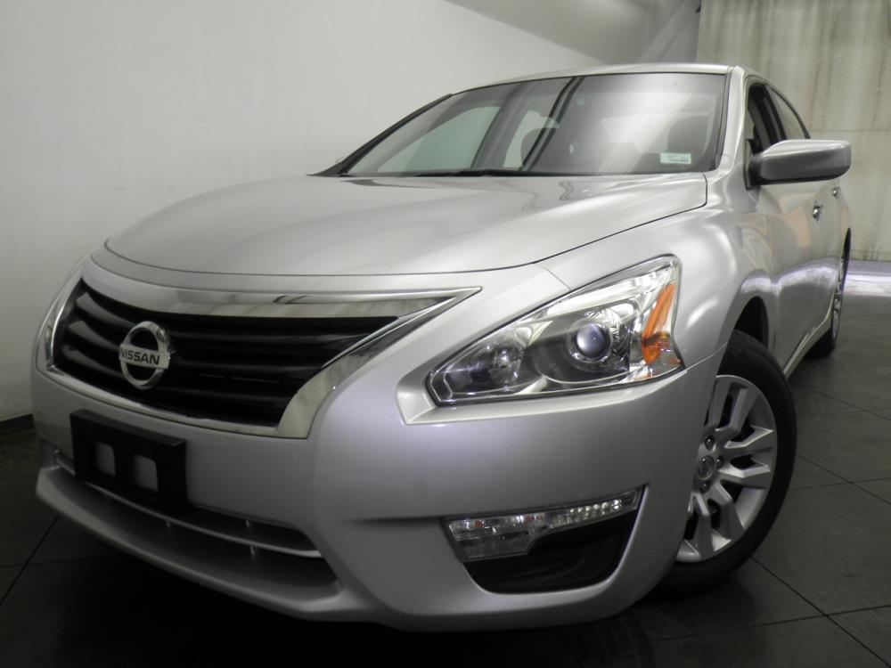 2015 Nissan Altima - 1050145549