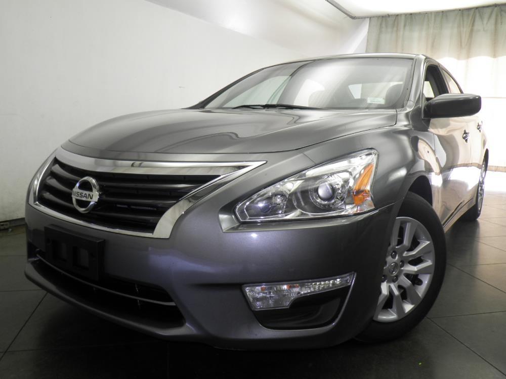 2015 Nissan Altima - 1050146363