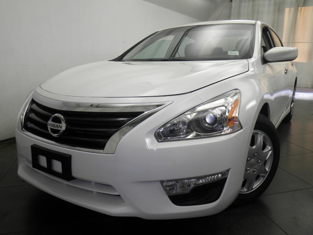 2015 Nissan Altima - 1050146556