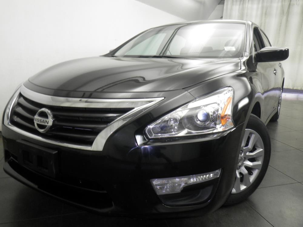 2015 Nissan Altima - 1050146563