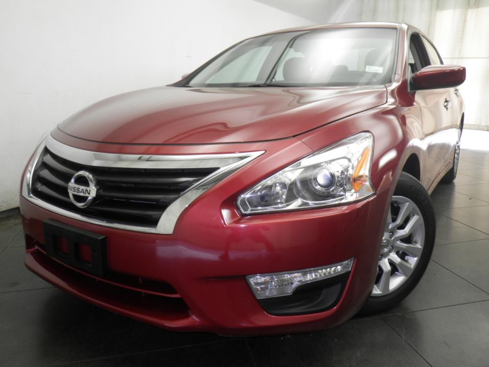 2015 Nissan Altima - 1050146569
