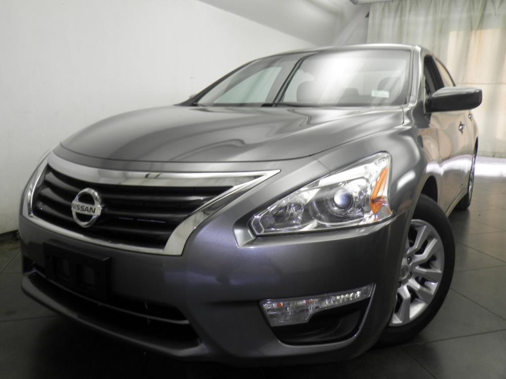 2015 Nissan Altima - 1050146583