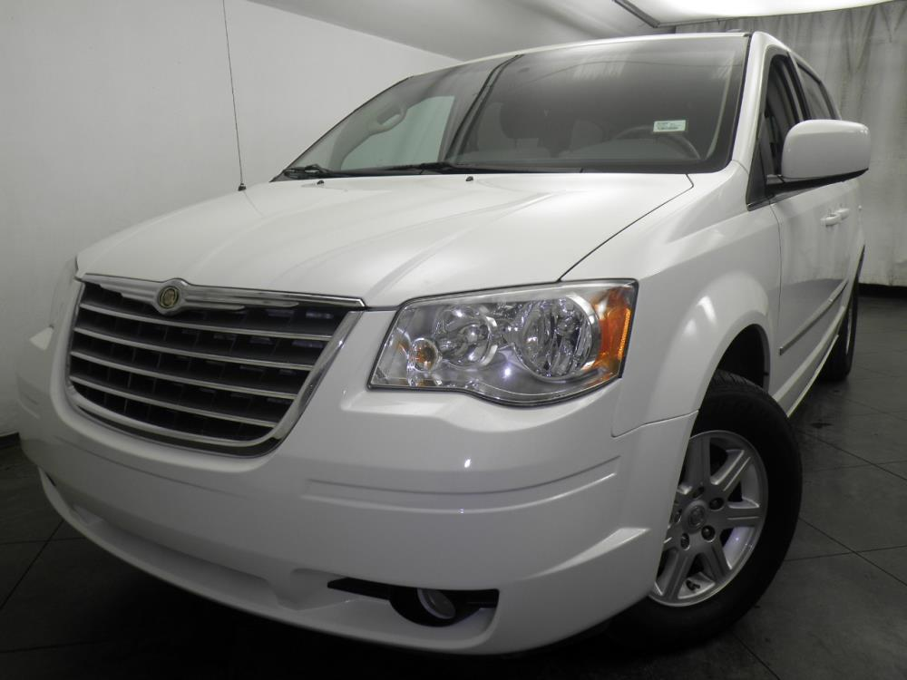 2010 Chrysler Town and Country - 1050146675