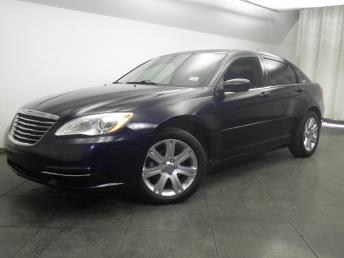 2013 Chrysler 200 - 1050147327