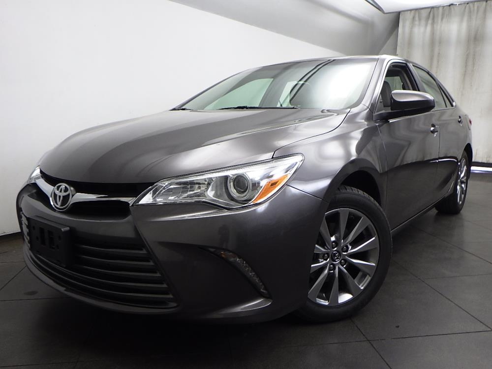 2016 Toyota Camry XLE - 1050156293
