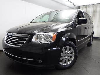 2016 Chrysler Town and Country Touring - 1050156524
