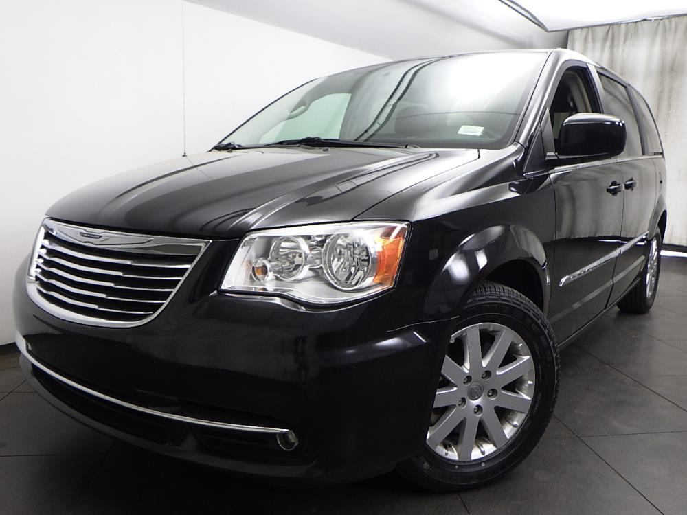 2016 Chrysler Town and Country Touring - 1050156525