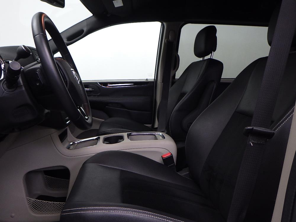 2017 Dodge Grand Caravan SXT - 1050156553