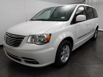 2012 Chrysler Town and Country Touring - 1050158688
