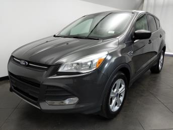 2015 Ford Escape SE - 1050159506