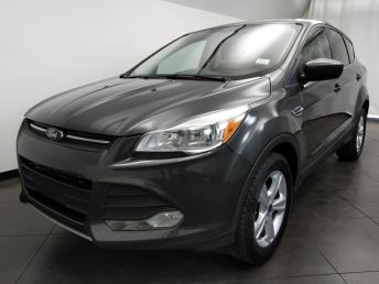 2016 Ford Escape SE - 1050159569