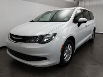 2017 Chrysler Pacifica LX - 1050159912