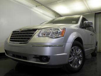 2008 Chrysler Town and Country - 1060152354