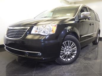 2014 Chrysler Town and Country - 1060158259