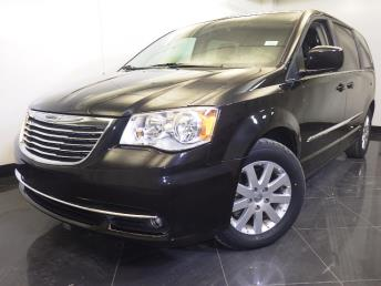 2016 Chrysler Town and Country - 1060159075