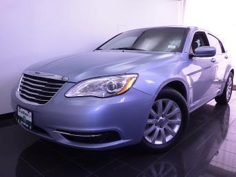 2013 Chrysler 200 - 1070063450