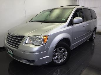 2009 Chrysler Town and Country - 1070065458