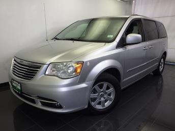 2011 Chrysler Town and Country - 1070065575