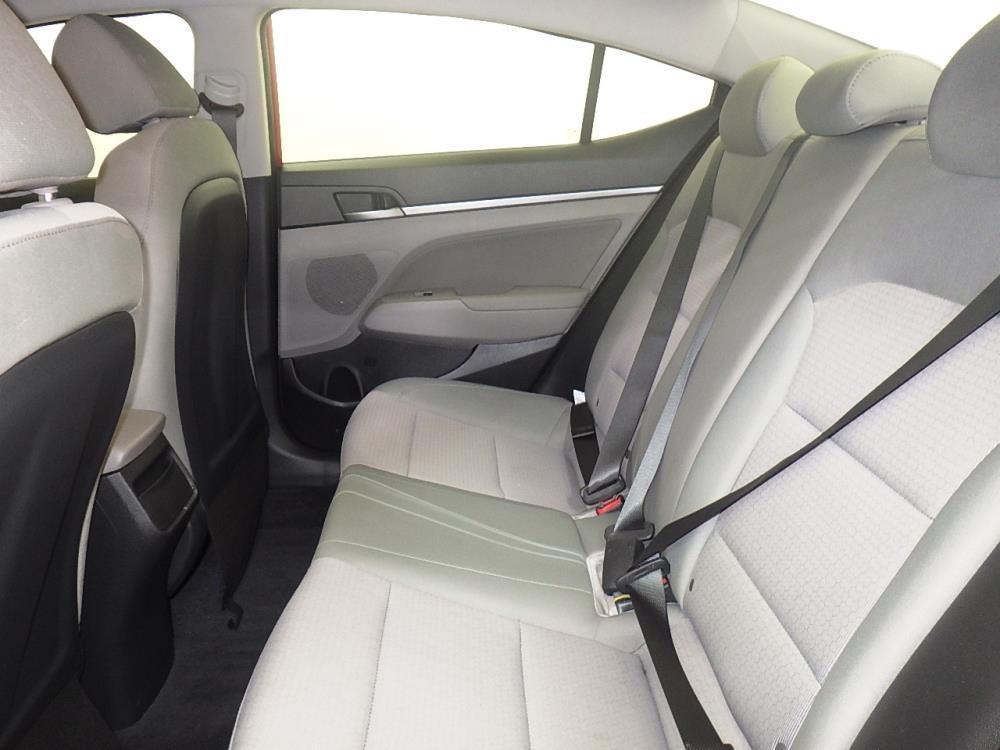 2017 Hyundai Elantra SE - 1070065733