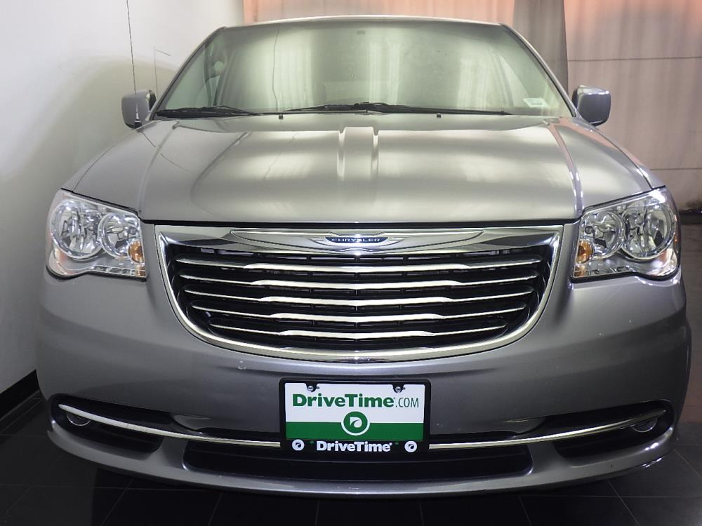 2016 Chrysler Town and Country Touring - 1070065823